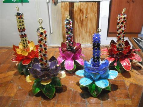 candelabros hechos con material reciclable candelabro con botellas reciclables y perlitas reciclaje