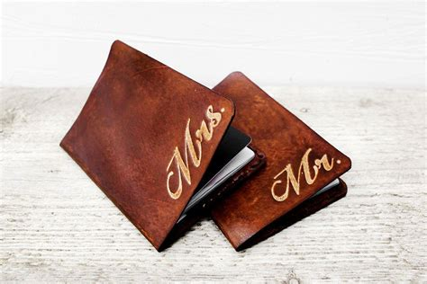 leather anniversary gifts    wedding