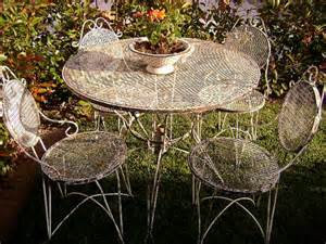 Vintage Bistro Table And Chairs Vintage Bistro Set Wrought Iron Table And 4 Chairs