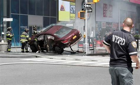 cars ny car rams pedestrians in new york s times square kills 1