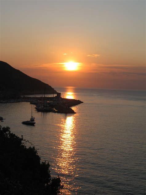 turisti per caso isola d elba tramonto all isola d elba viaggi vacanze e turismo