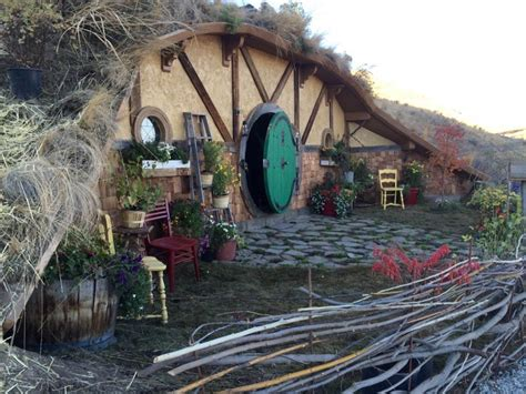 woman building tiny hobbit style homes  chelan wa