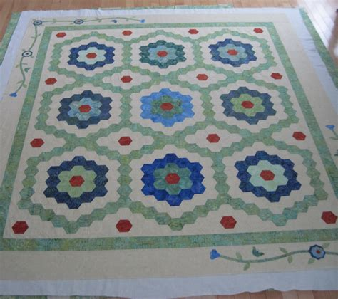 Quilting Board request ideas for quilting design on grand flower