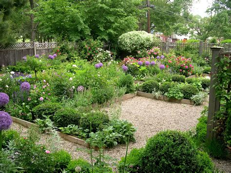 Flower Garden Layouts by Backyard Flower Garden Designs