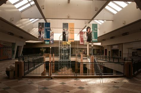 lincoln malls photos inside chicago s abandoned mall business insider