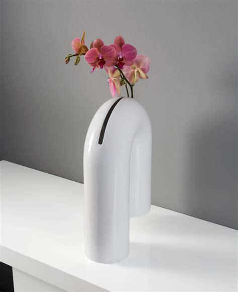 nic design vaso milk shaky a sculptural vase from enzyma design milk