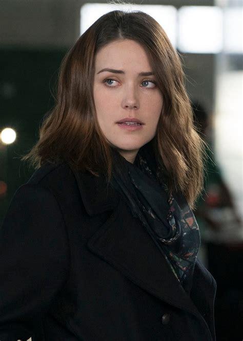 why did elizabeth keen on the blacklist wear wigs in season 1 elizabeth keen the blacklist wiki fandom powered by wikia