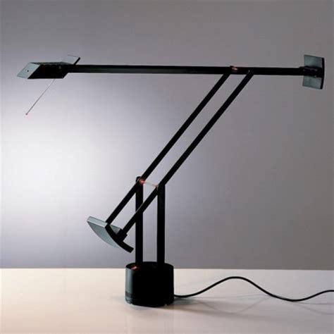 le bureau artemide le de bureau tizio 35 noir artemide par le designer