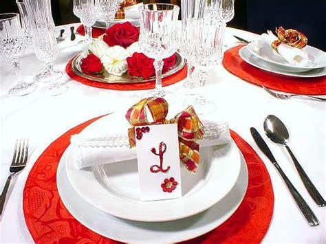 tavoli apparecchiati per natale decorazioni natalizie per tavola
