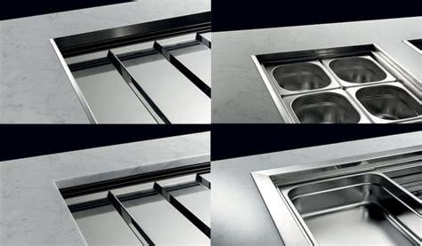 cornici acciaio drop in banchi espositivi milleusi per ogni ambiente brx