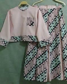 Dress Panjang Selutut dengan panjang lengan 3 4 dan panjang dress selutut modern batik