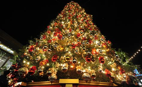 Exceptional Outdoor Pre Lit Christmas Tree #3: Decorated-christmas-tree.jpg