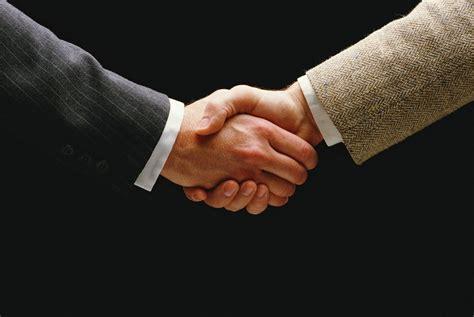 etika jabat tangan bersalaman internasional korankalbar
