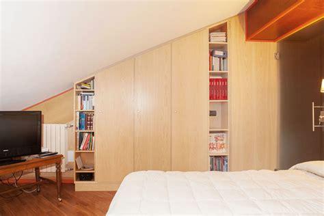 mobili libreria economici finest armadio con libreria with libreria per mansarda
