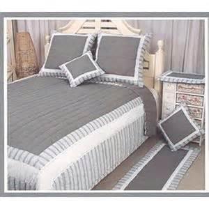 couvre lit boutis blanc couvre lits comparer les prix