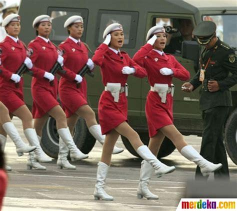 Sarung Tangan Tentara foto aksi wanita perkasa korea utara yang tangguh di