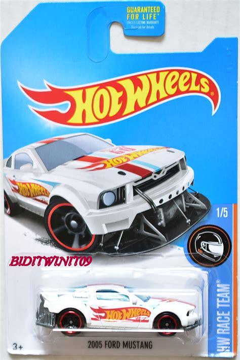Wheels 2005 Ford Mustang Hw Race Team Hotwheels wheels 2017 hw race team 2005 ford mustang 1 5 white