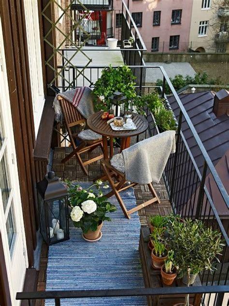 kleiner balkon ideen kleiner balkon gestalten metall gel 228 nder pflanzen kasten