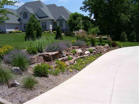 backyard driveway ideas simple lighted driveway bed best front yard landscaping