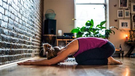 tips  sticking   home yoga practice