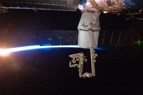 thin space file iss 31 spacex dragon commercial cargo craft is