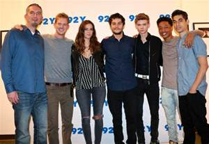 the cast of the maze runner discuss being a family what
