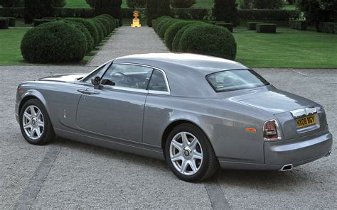 roll royce phantom coupe rolls royce phantom coupe photo gallery motor trend