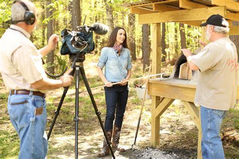 backyard tv show stacy harris cooking in earthen oven on venture outdoor tv