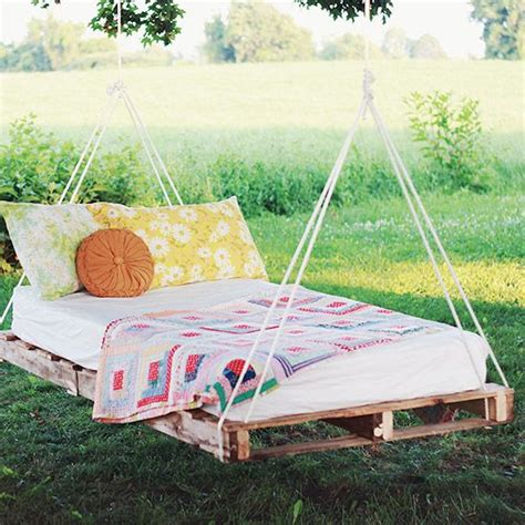 swinging pallet bed diy pallet swing bed how to and diy pinterest