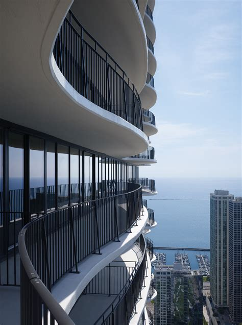 real ease cuscino aqua tower new architectural icon in chicago s skyline