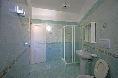 spiate in bagno videochat libera spiate nei bagni sognare di fare sesso