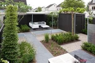 Small Backyard Gazebo - kleine tuinen kleine tuin bij een hoekwoning