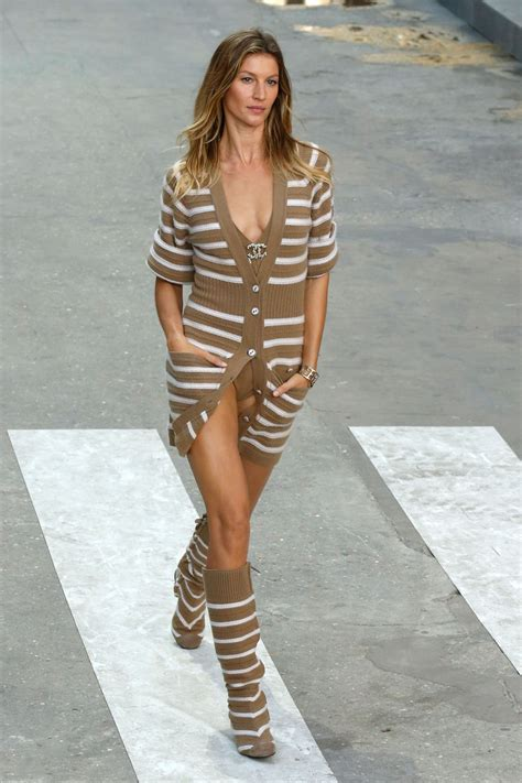 Make Up Chanel Sepaket runway rock karl lagerfeld s models march on chanel