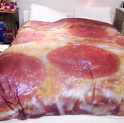 pizza bed sheets miley cyrus shows off new cheesy bedspread after declaring