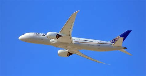 united airlines increasing routes to hawaii adding lie flat routes united singapore delta american airberlin