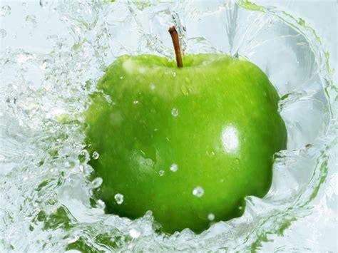 wallpaper apple water water fruit wallpaper green apple best hd wallpapers