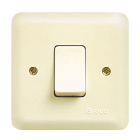 Saklar Biasa listrik praktis memasang instalasi listrik tambahan di rumah tinggal