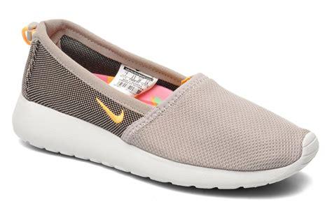 Nike Rosherun Slip On nike wmns nike rosherun slip trainers in beige at sarenza