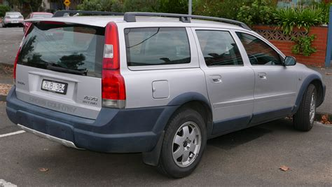 file 2004 volvo xc70 my04 le 2 5 t station wagon 2015