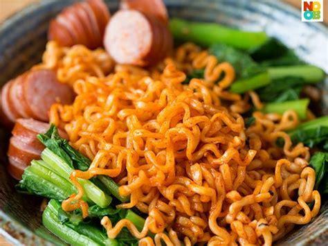 Mie Ramen Sutah Samyang yang suka pedes wajib coba samyang spicy chicken noodles