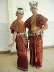 Baju Adat Sulawesi Tenggara let s sing indonesia raya jw rome