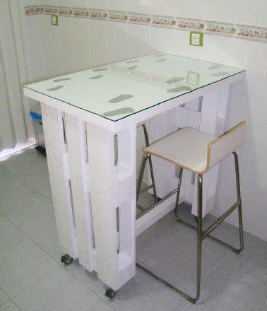 table de cuisine pour studio table palette sur roulettes dans cuisine studio