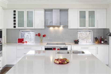 pictures of kitchen with white cabinets glossy white kitchen design trend digsdigs