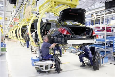 le für garage mercedes lance la production de la classe s le auto