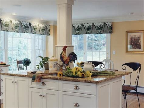Hgtv Kitchen Curtains by Color Turns All White Kitchen Into A Bistro Hgtv