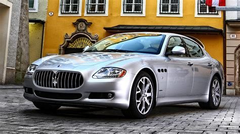 Silver Maserati by Maserati Quattroporte Front Pose Silver Color Wallpaper