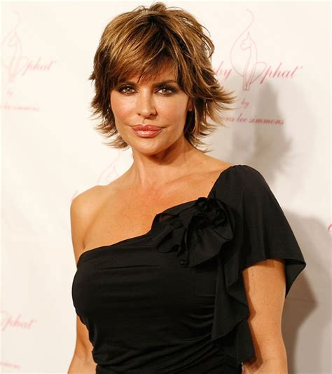 can regis nfblvd cut a lisa rinna hair cut real housewives star lisa rinna ditches bob for extensions