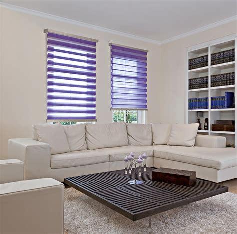 moderne rollos sichtschutz im wohnzimmer moderne plissees gardinen und