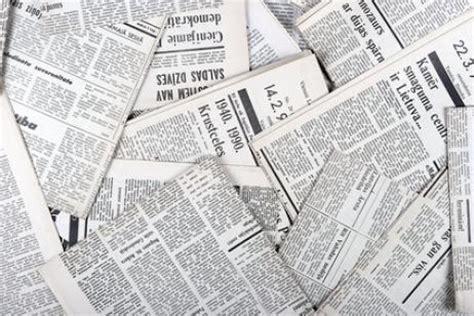 Imagenes English Newspaper   decora de forma original con papel de periodico canalhogar