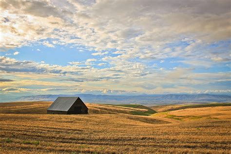 the middle of nowhere barn in the middle of nowhere photograph by athena mckinzie